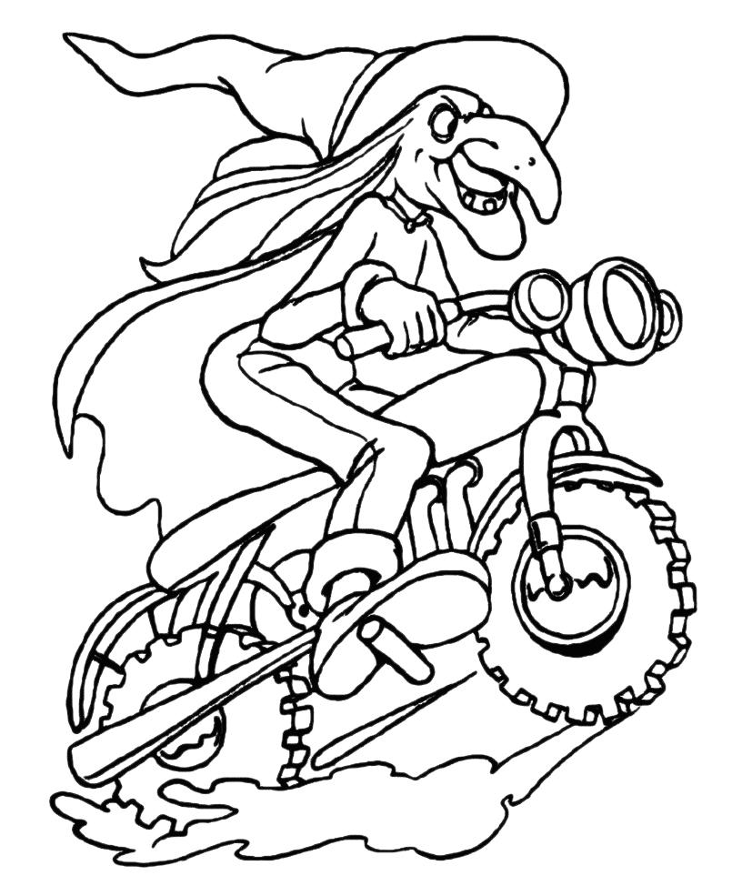 Epifania befana vola in sella ad una motocicletta